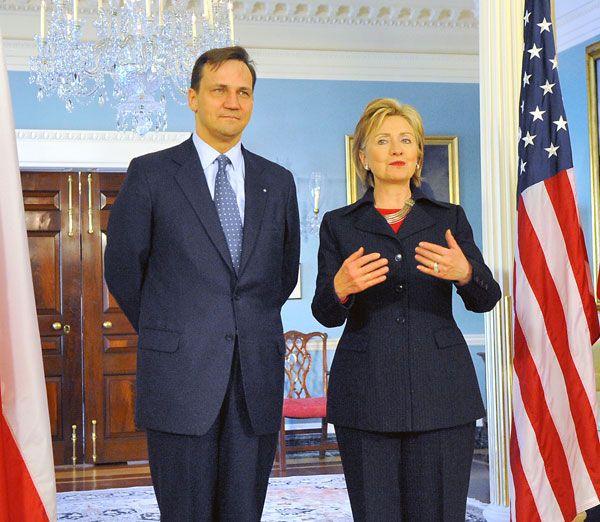 2013-08-28-Radoslaw_Sikorski_meets_Secretary_Hillary_Clinton.jpg