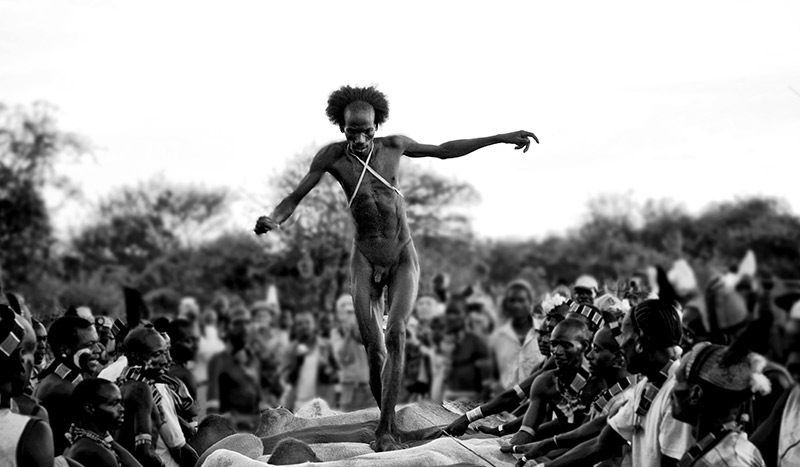 hamar men Bull jumping ceremony of the hamar tribe the hammer are a tribal people in the southern region of ethiopia hamar, an isolated people whose traditional lifestyle has been untouched are largely pastoralists, so their culture places a high value on cattle.