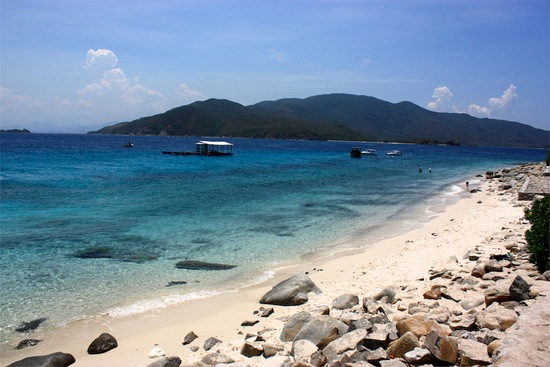 great beach for snorkeling near Nha Trang