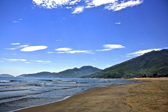 rest stops in Vietnam are sometimes on beautiful beaches