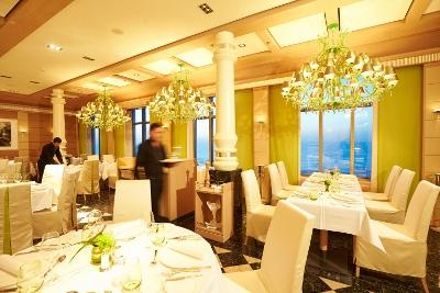 2013-09-03-I_Restaurant_Serenissima_HLKF_MSEUROPA2_Serenissima_6269_01400x267.jpg