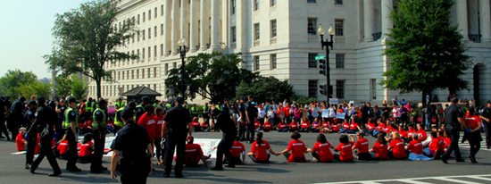 2013-09-13-100womenatcivildisobediencerally9.12.13_photobyChris_HuffPost.jpg