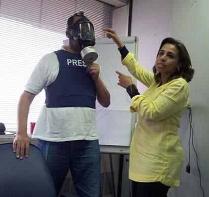 2013-09-16-AbeerSaadytrainsjournalistsinuseofgasmaskscourtesySaady.jpg