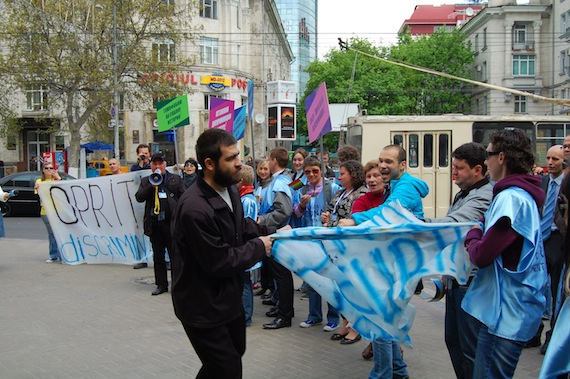 2013-09-18-MoldovaLGBTprideparadeUNmonitorspresent.JPG