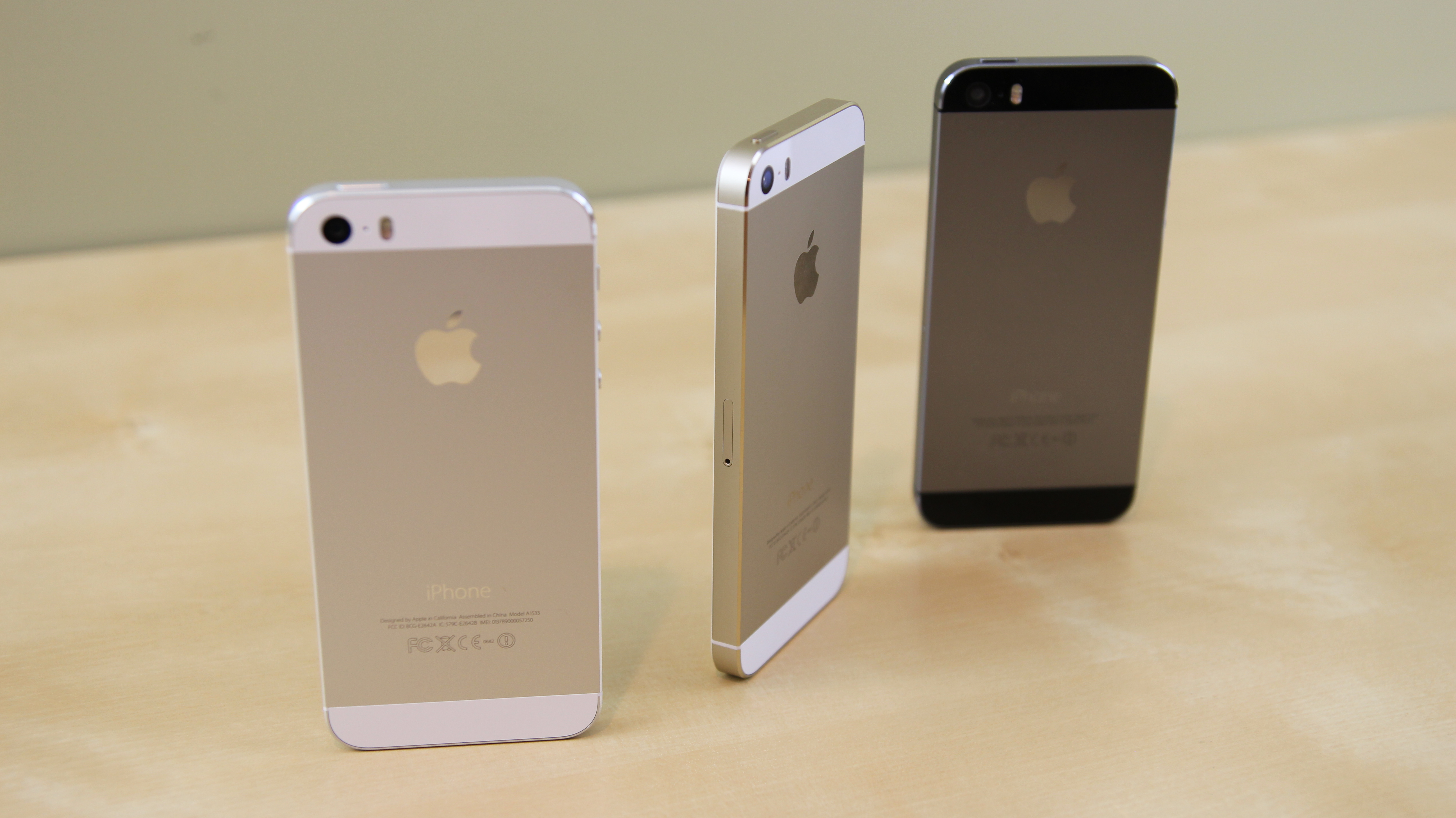iphone 5s apple apple iphone 5s vs 5c comparison w features huffpost 2951