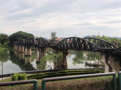 2013-09-23-bridgeovertheriverkwaiThailand_photo_1444624770tall.jpg