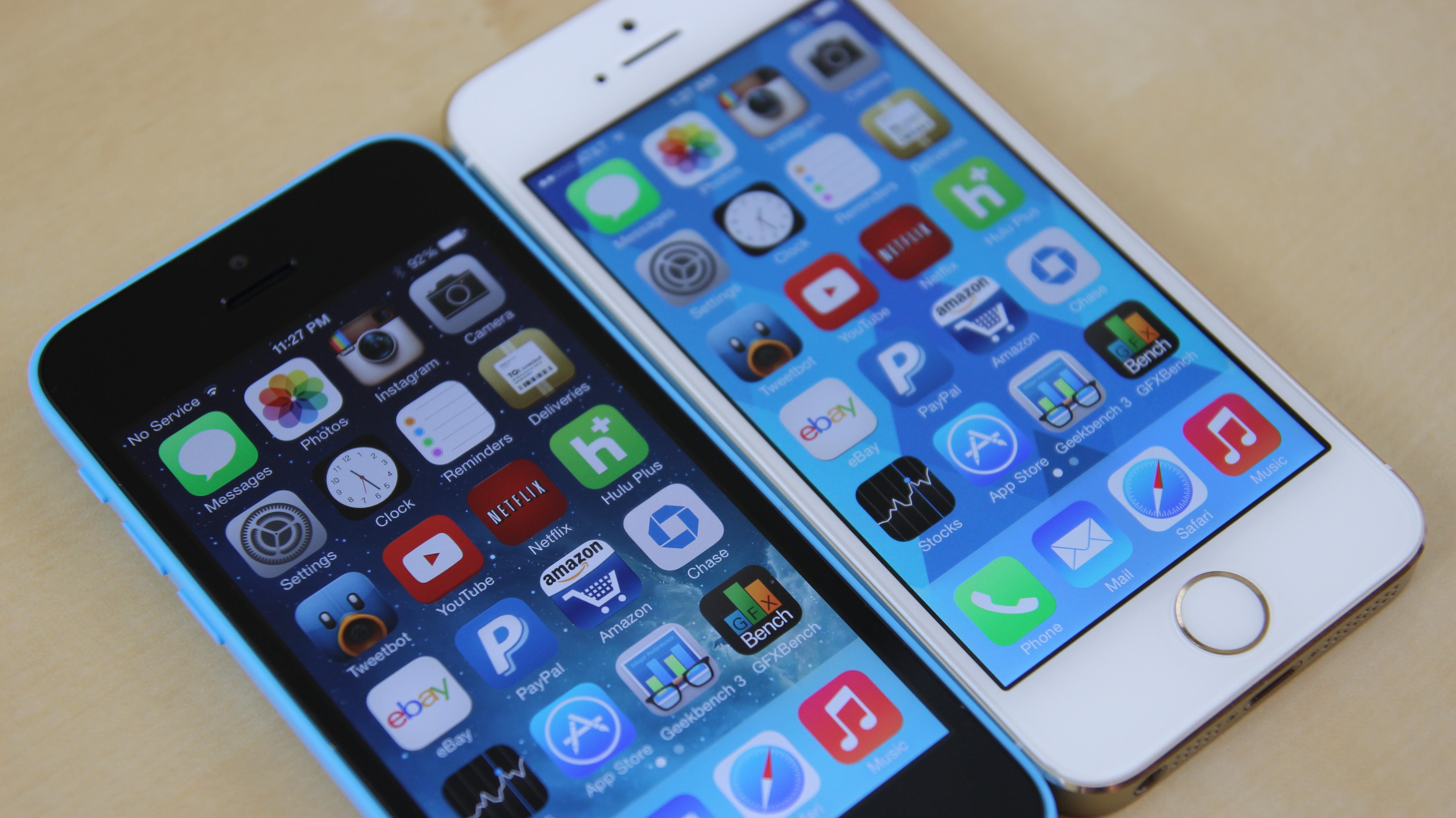 apple iphone 5s vs 5c comparison w features huffpost. Black Bedroom Furniture Sets. Home Design Ideas