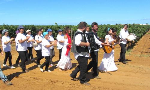 2013-09-24-dancingharvesters.JPG