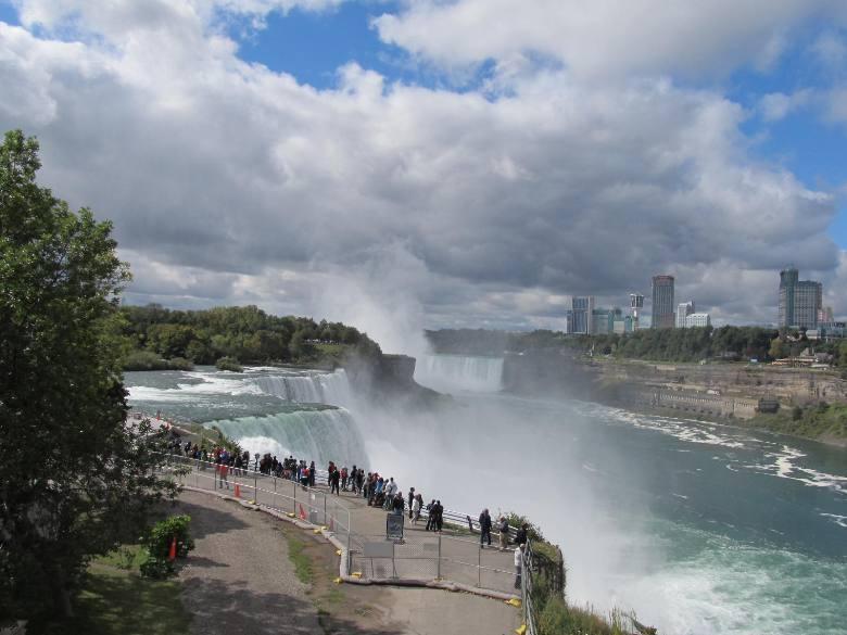 2013-09-25-NiagaraFallsfromtheAmericanside.jpg