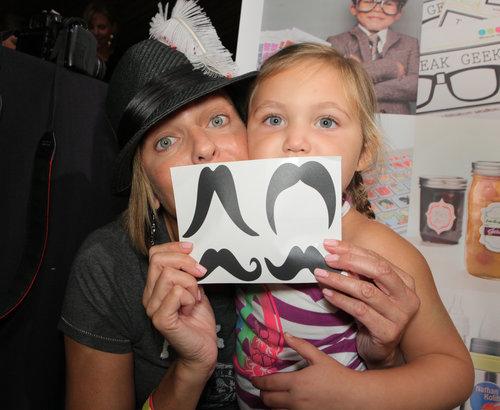 2013-09-25-rsz_arianne_zucker_and_daughter.jpg