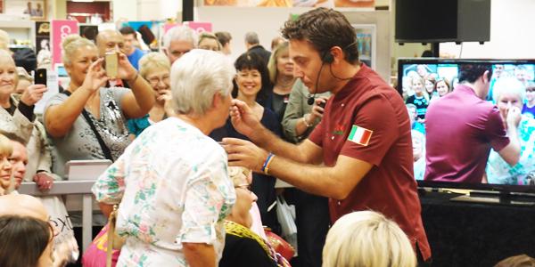 2013-09-29-Gino_crowd.jpg
