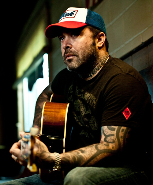 2013-10-01-AaronLewisApprovedcolorByJimWright_500ox.jpg