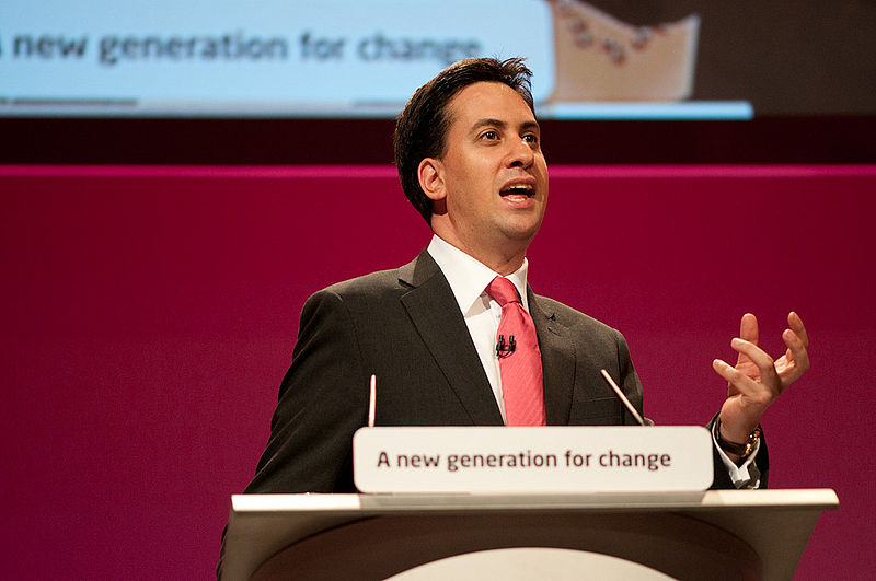 2013-10-02-800pxEd_Miliband_conference_speech_in_Manchester_September_2010.jpeg