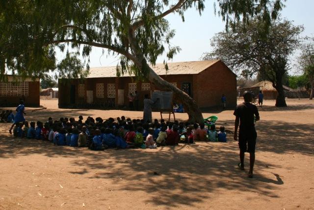 2013-10-04-Malawi-Makawa-Primary-School-malawimakawaprimaryschool.jpg