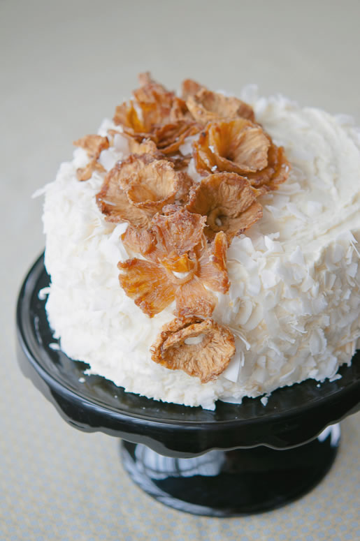 2013-10-04-cake_pineapple_coconut_main_1.jpg