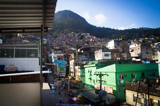 2013-10-11-20130910_Rocinha_ViaApia.jpg