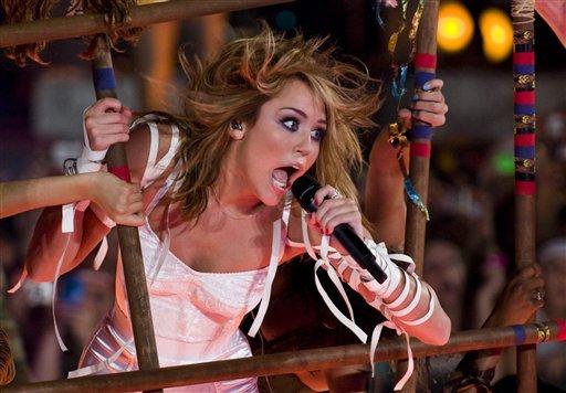 2013-10-14-MileyCyrus.jpg