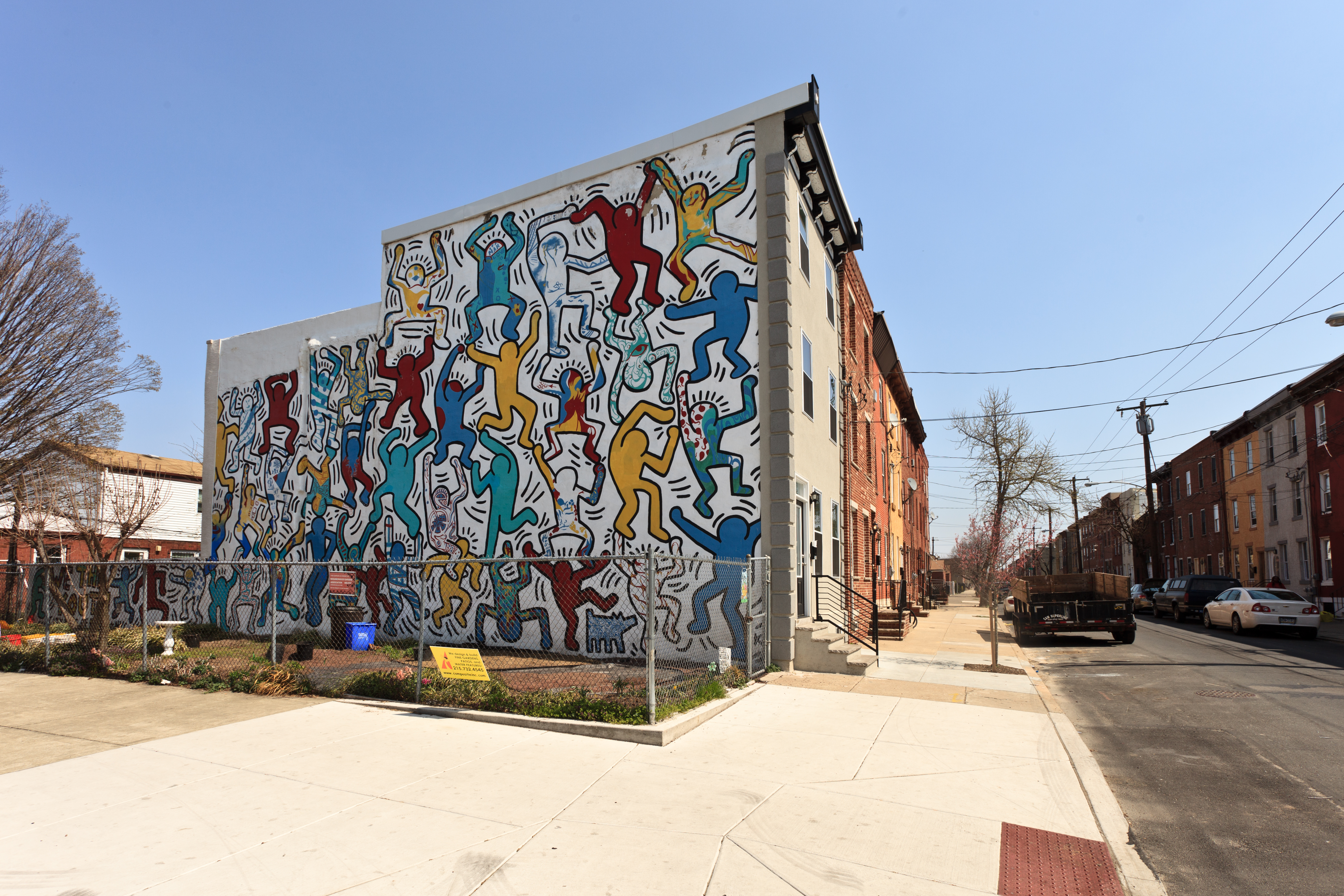 Iconic keith haring mural is restored bringing endless for Mural street art