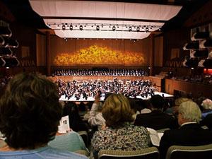 2013-10-21-orchestraandpatrons300px.jpg