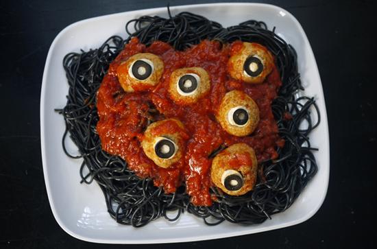 2013-10-25-Halloweenspaghettiandmeatballswormsandeyeballs.jpg