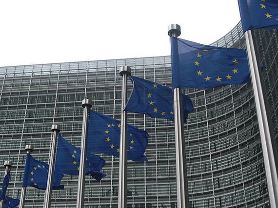 2013-10-29-640pxEuropean_Commission_flags.jpg