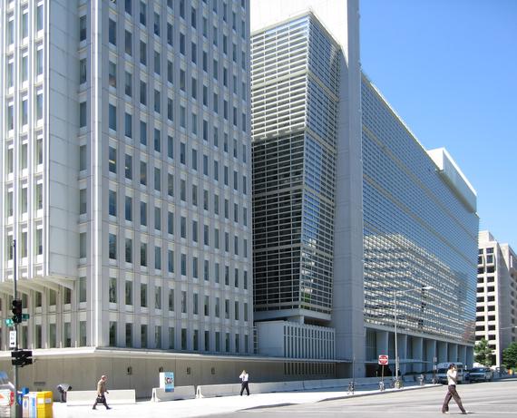 2013-10-29-World_Bank_building_at_Washington.jpg