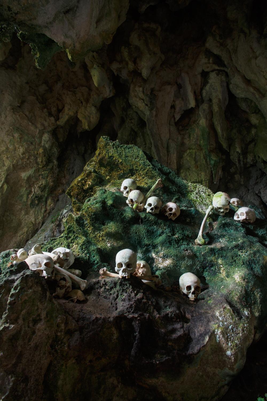 2013-11-04-BurialcaveTanaTorajaSulawesiIndonesia.JPG