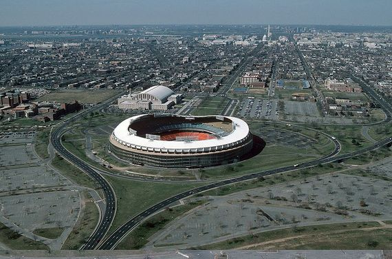 2013-11-06-800pxRFK_Stadium_aerial_photo_looking_towards_Capitol_1988.jpg