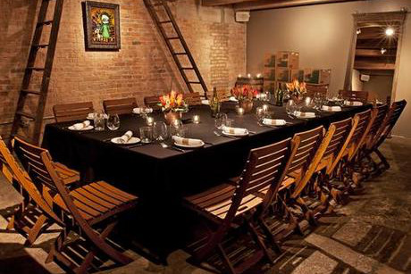 dating spots in chicago The 10 best bars for singles in chicago run the spectrum from sports bars to dance clubs the windy city has plenty of establishments in which to find a.