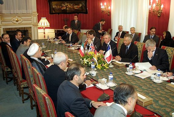 2013-11-10-EU_ministers_in_Iran_for_nuclear_talks_21_October_2003.jpg
