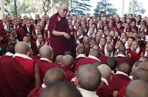 2013-11-13-tenzin_choejor_dalailama.jpg