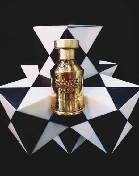 2013-11-14-Perfumekellywearstlerholidayhome.png