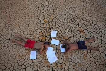 global warming cracked land