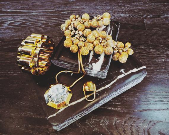 2013-11-14-vintagejewelryhuffpostkw.png