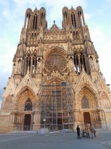 2013-11-15-CathedralinReimsheavilydamagedinWorldWarI225x300.jpg