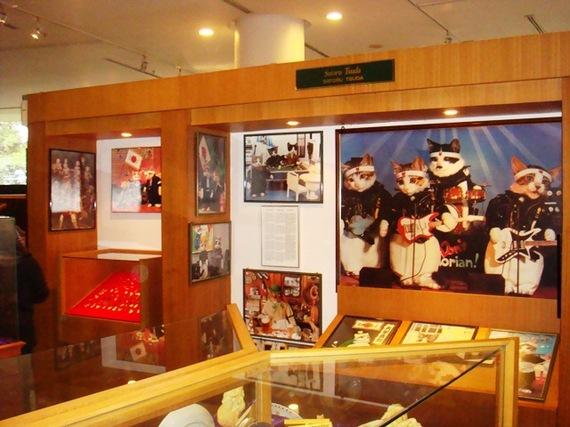 2013-11-18-Cat_Museum_002_Kuching_Malaysia.JPG