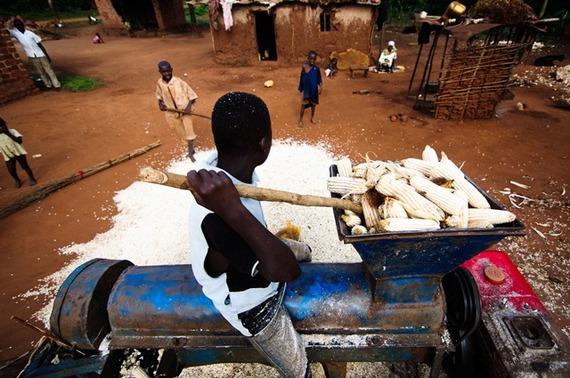 2013-11-18-MaizeGrinding_Uganda.jpg
