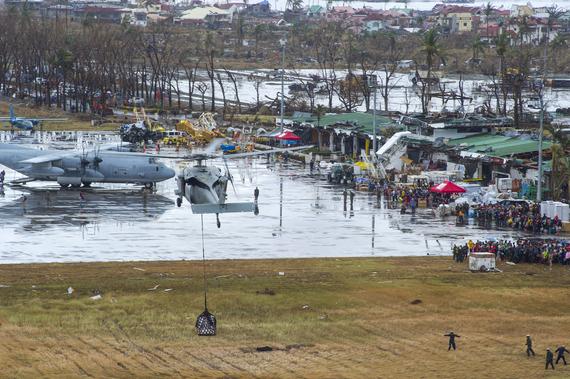 2013-11-18-typhoonheliandaircraft.jpg