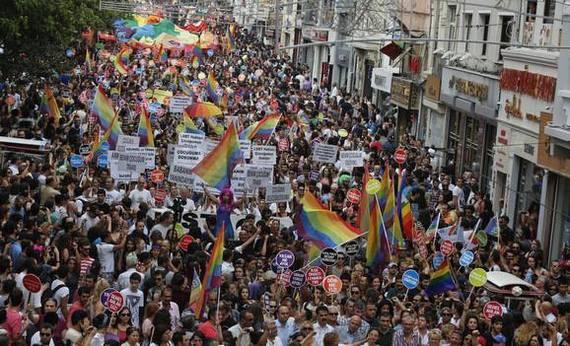 2013-11-19-IstanbulPride.jpg