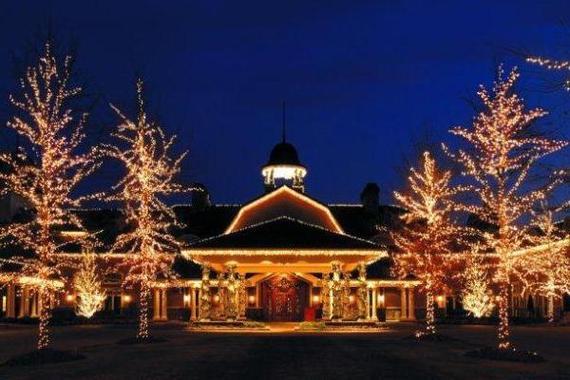2013-11-22-RitzCarltonLodge_HolidayExterior1.jpg