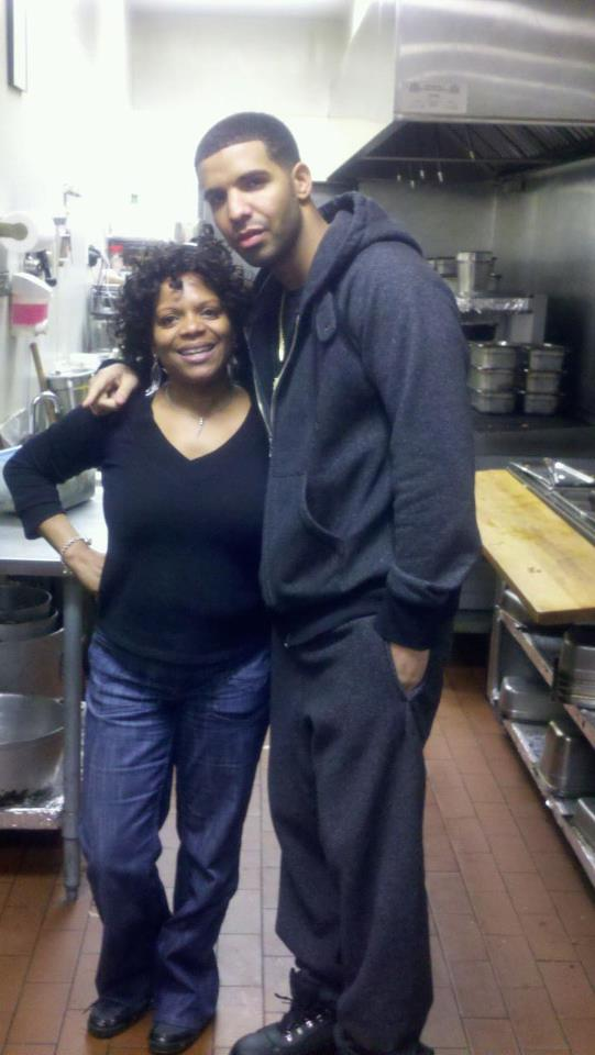 2013-11-26-Chef_Dawn_and_Rapper_Drake_in_the_Kitchen_at_Jamaica_Grill.jpg