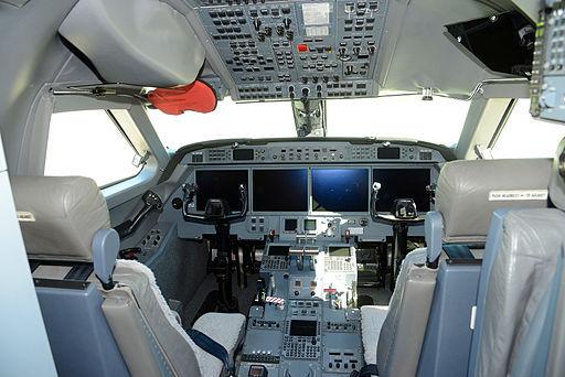 2013-11-26-DADLR_HALO_Cockpit.jpg