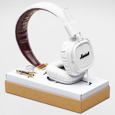 2013-11-26-MarshallMajorWhiteHeadphones.jpg