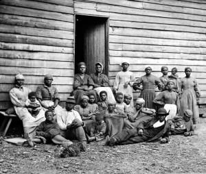 2013-11-26-slaveswhobuiltthewhitehouse.jpg