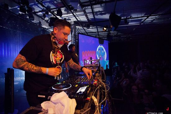 2013-11-27-ATribeCalledRed2.jpg