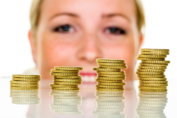 2013-11-29-Woman_with_a_stack_of_coins.jpg
