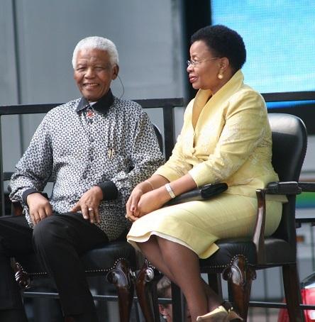 2013-12-06-Mandelaandwifes.jpg