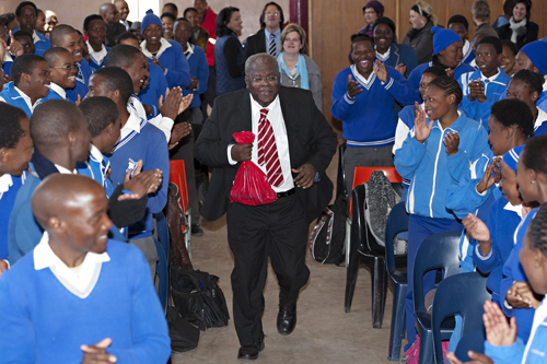 2013-12-08-cmrubinworldJonathan_Jansen_South_Africa_Students_Blue500.jpg
