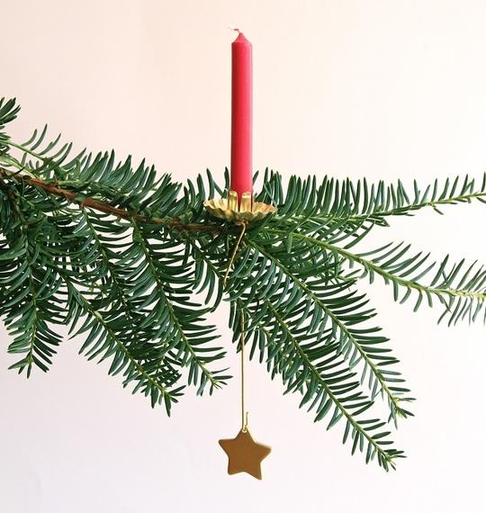 2013-12-10-PendulumChristmasTreeCandleHolder_www.christmasgiftsfromgermany.jpg