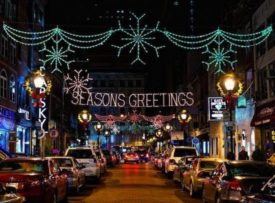 2013-12-11-HolidayLightsonPhiladelphiasJewelersRowPhotobyJFuscoforVisitPhiladelphiaT.jpg